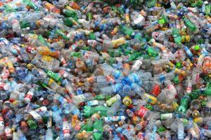 Baanbrekend onderzoek naar omzetting PET-afval in grondstoffen