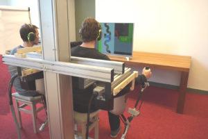 Haptische ondersteuning helpt bij werken met twee robots